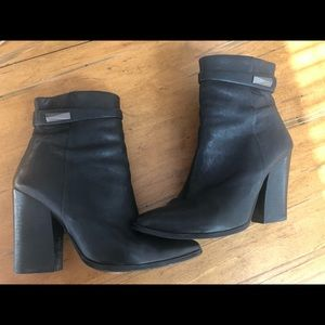 Vince Camuto black booties 😃😃